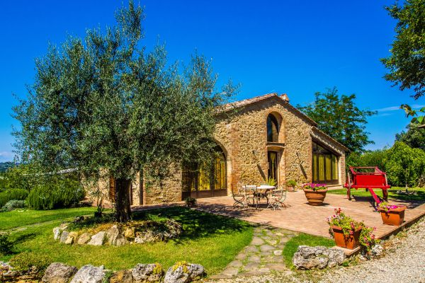 The Villa - Holiday Home in San Gimignano for 8+2 people with 4 bedrooms (5 beds e 3 bathrooms)